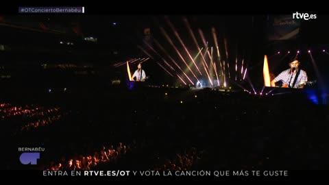OT Bernabéu - Amaia y Roi cantan 'Shape of you'