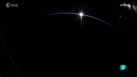 Amanecer en el espacio - La 2 Noticias