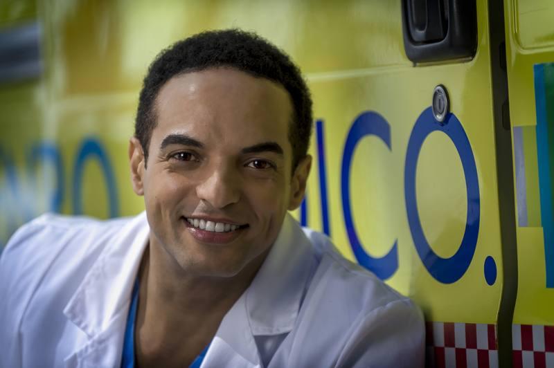 Amaury Reinoso es el doctor Cabrera, un médico cubano que acaba de llegar a España