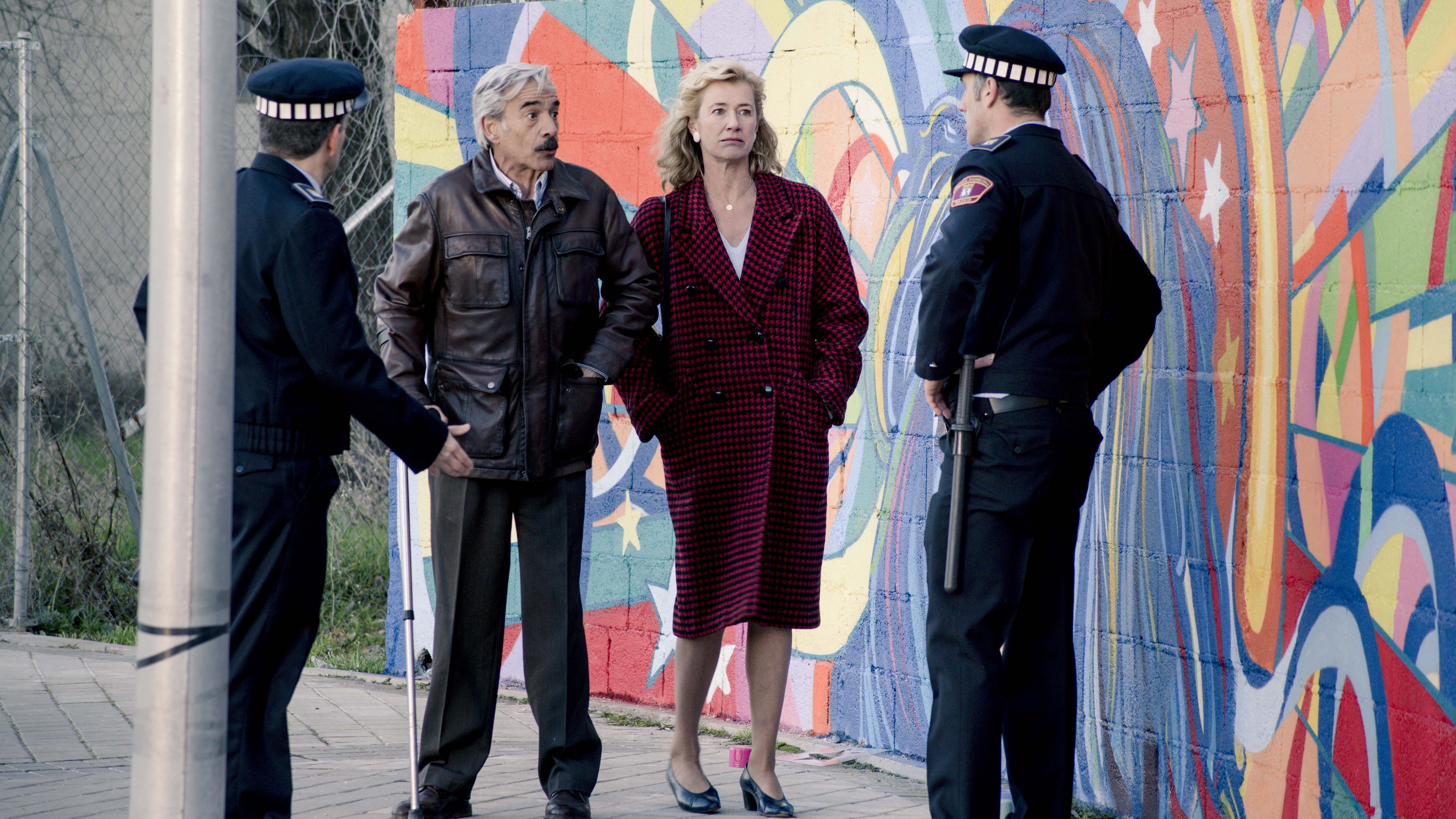 Antonio cubre a Bruno de la policía