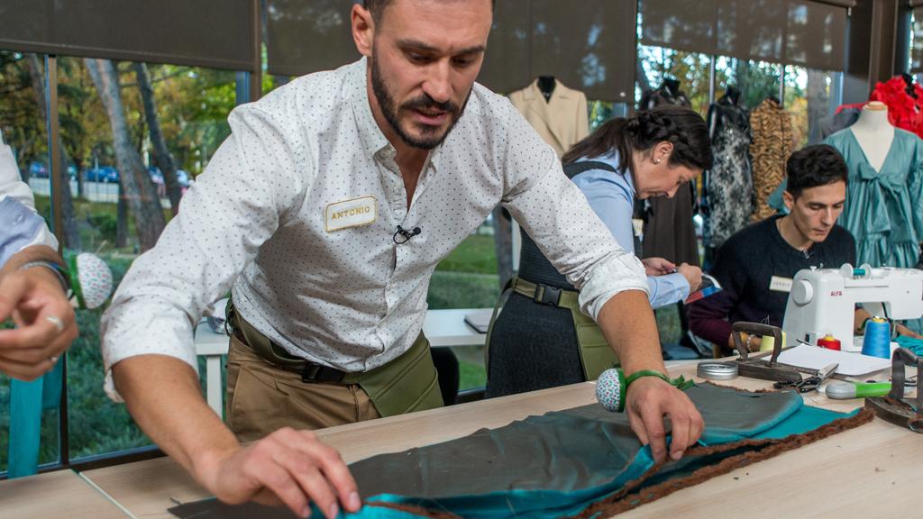 Maestros de la costura - Antonio manda a Alicia a coser y callar