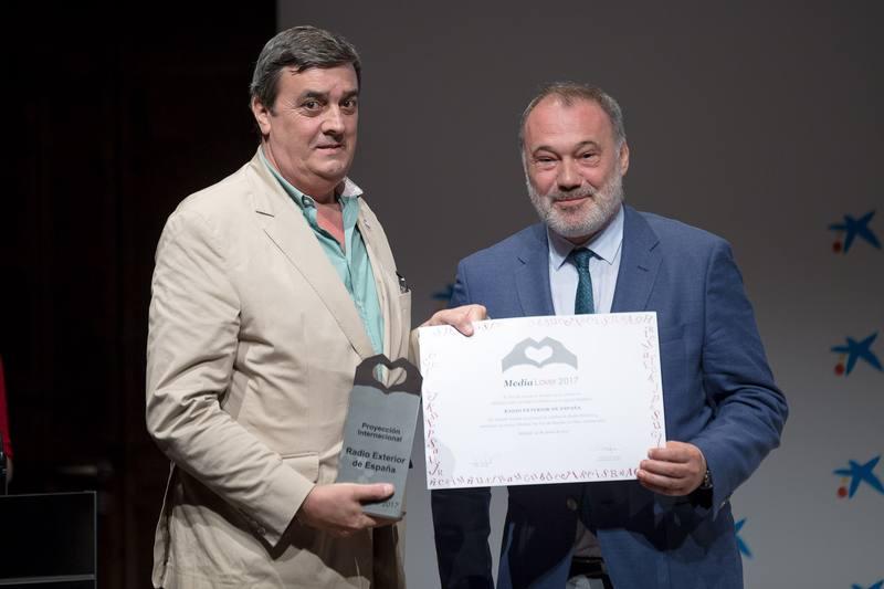 Antonio Szigriszt, director de REE, recoge el premio de la emisora por 'su fomento del español en el mundo'