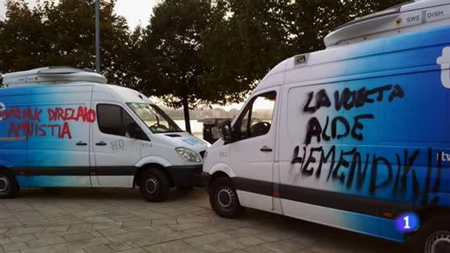 Aparecen pintadas en coches de la Vuelta contra su paso por el País Vasco