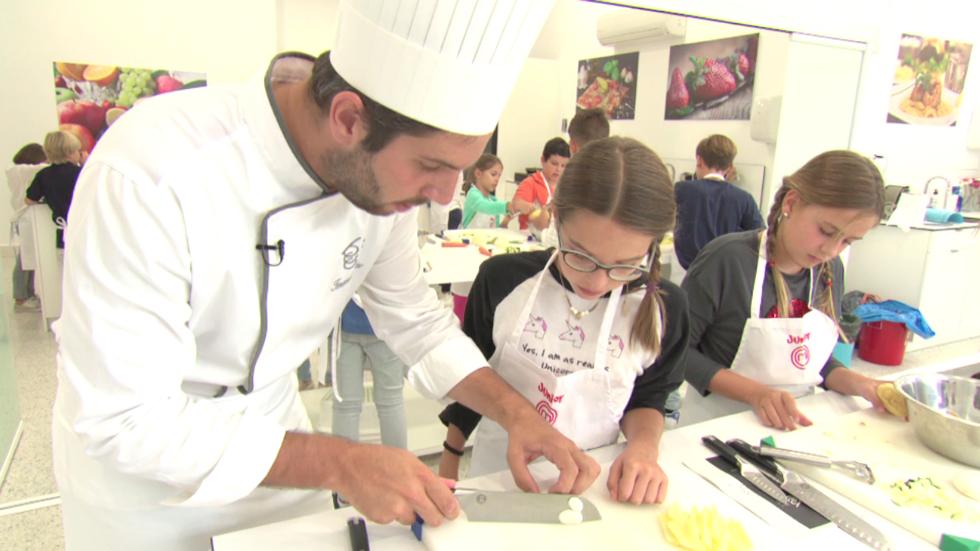 Aprende con masterchef junior 5 clase de t cnicas de cocina for Tecnicas basicas de cocina pdf
