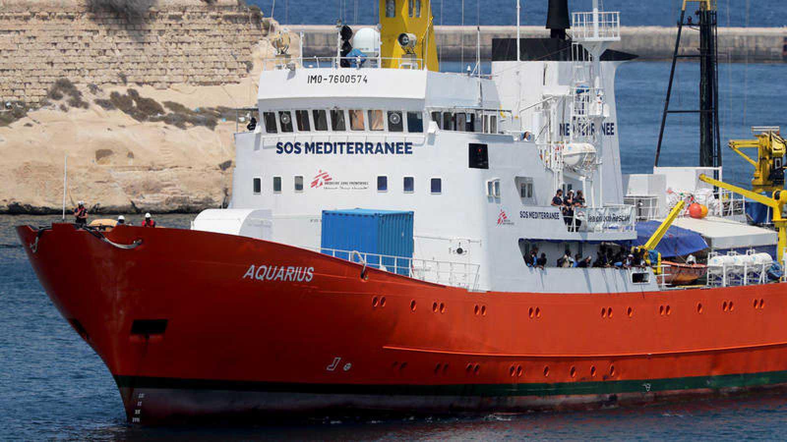 El Aquarius deja sus actividades de rescate de inmigrantes en el Mediterráneo