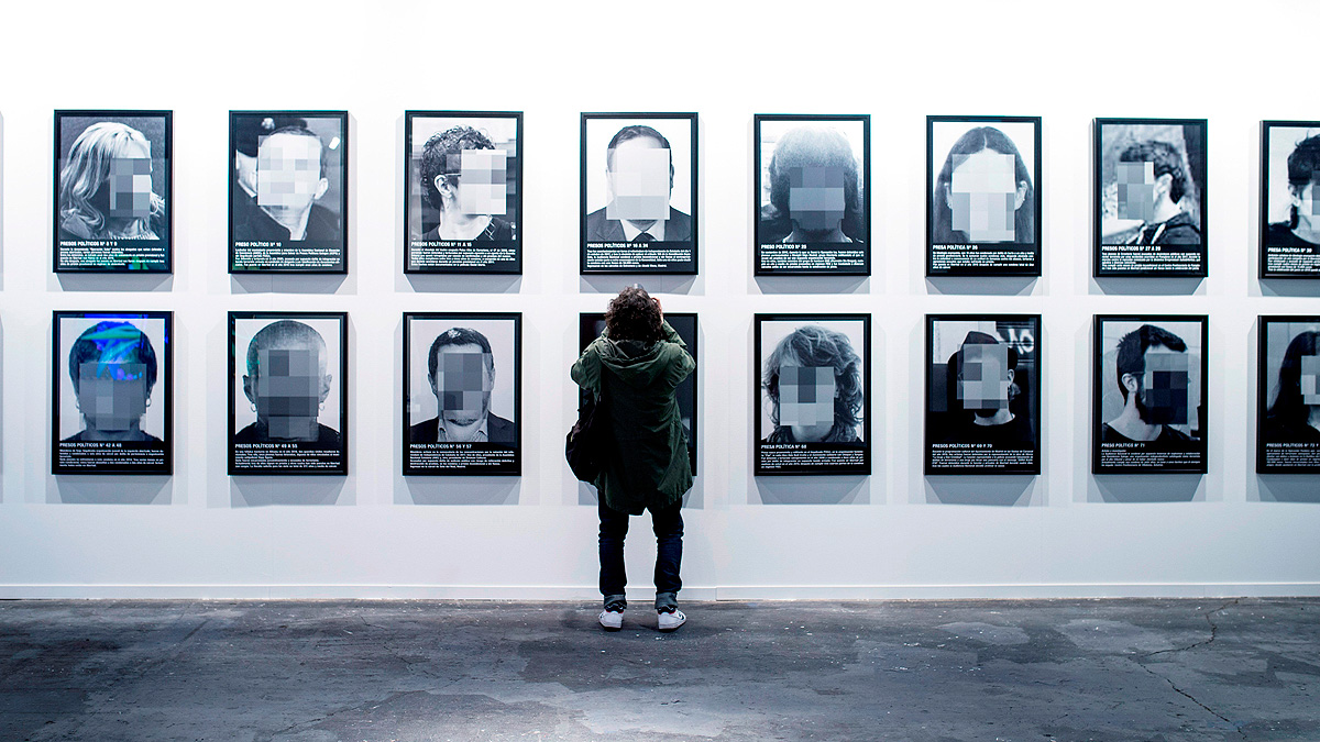 ARCO arranca en Madrid con la retirada de una de sus obras: 'Presos políticos en la España contemporánea'