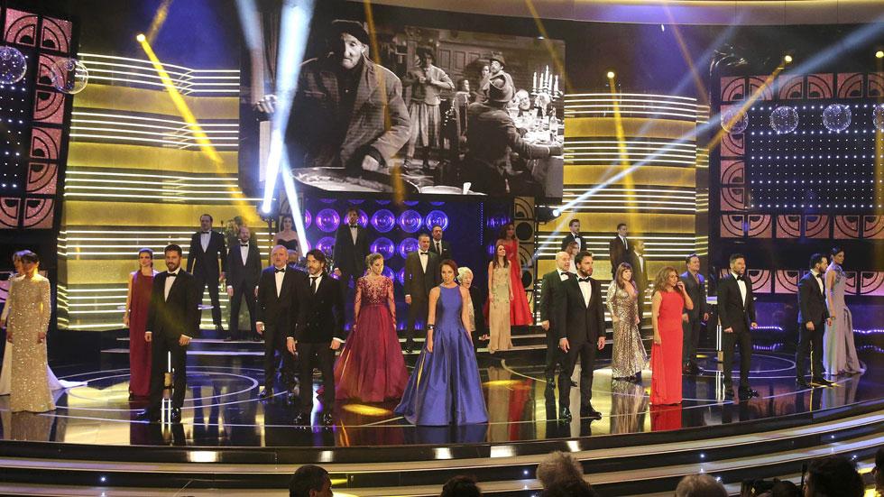 El simbólico 'Resistiré' preside el arranque musical de los Premios Goya 2015