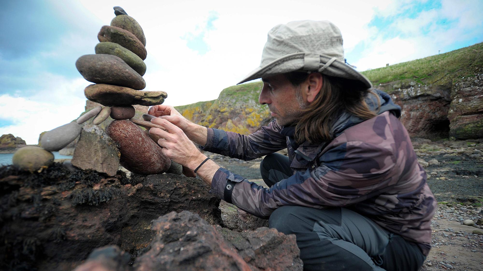 El arte de Pedro Durán y el 'Stone Balance': esculpir con piedras en base sólo al equilibrio