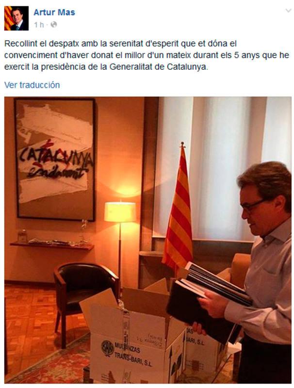 Artur Mas, recogiendo su despacho