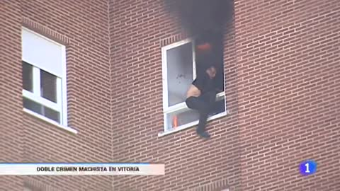 Asesina presuntamente a su expareja y a la madre de ésta y se tira por la ventana