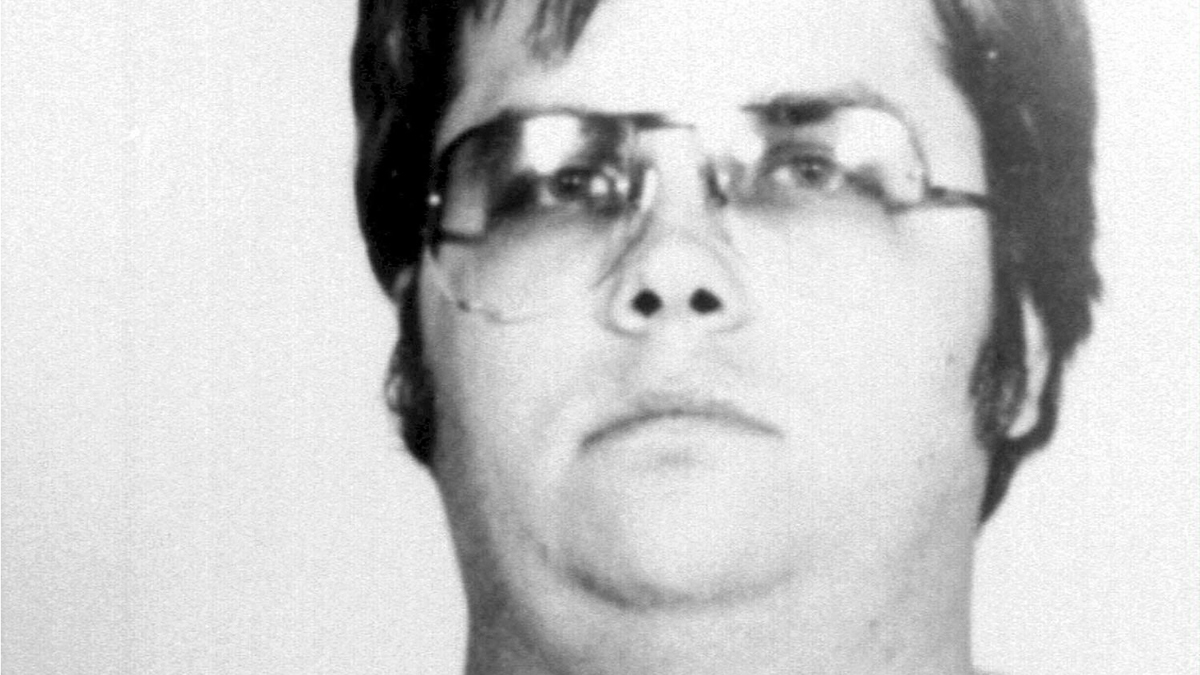 El asesino de John Lennon pedirá la libertad condicional