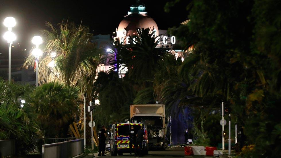 Así fue el recorrido mortal del camión que arrolló a la multitud en Niza