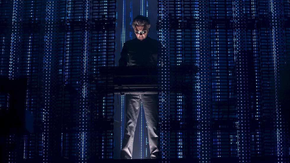 Así suena  'Electronica 2: The Heart Of Noise', lo nuevo de Jean-Michel Jarre