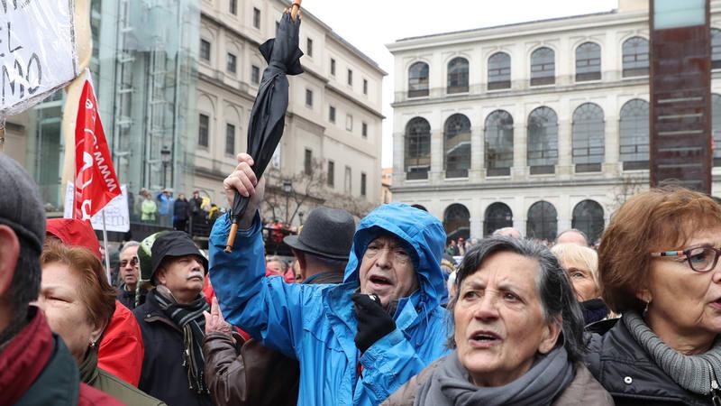 Asistentes a la manifestación por unas pensiones dignas en Madrid