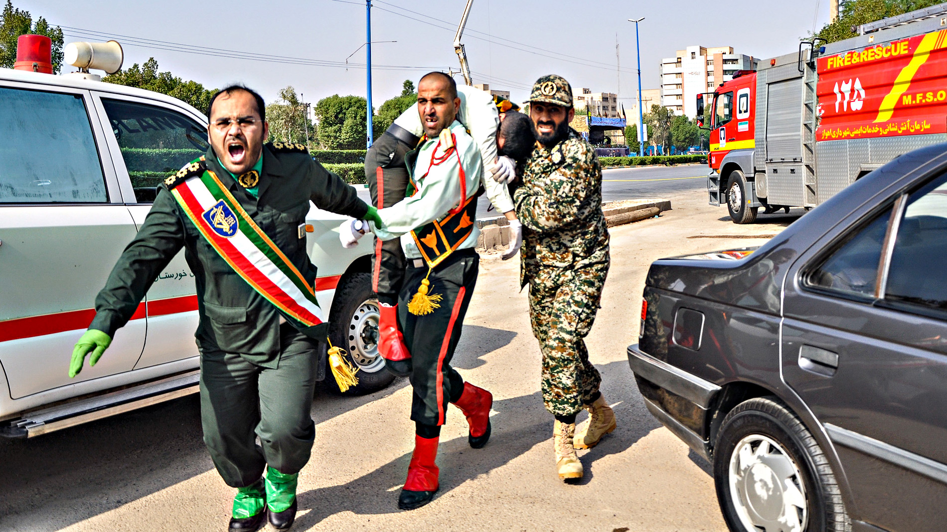Un ataque terrorista contra un desfile militar deja 24 muertos en Irán