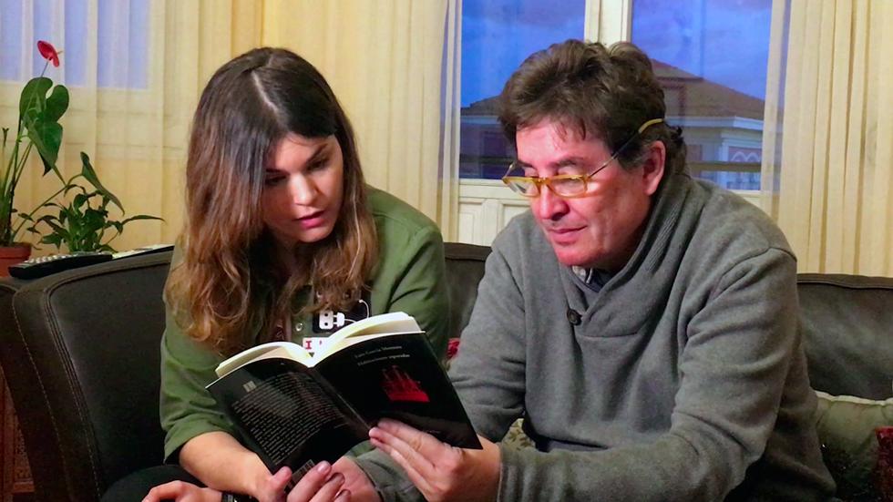 Luis García Montero y Elvira Sastre recitan a dos voces 'Aunque tú no lo sepas'