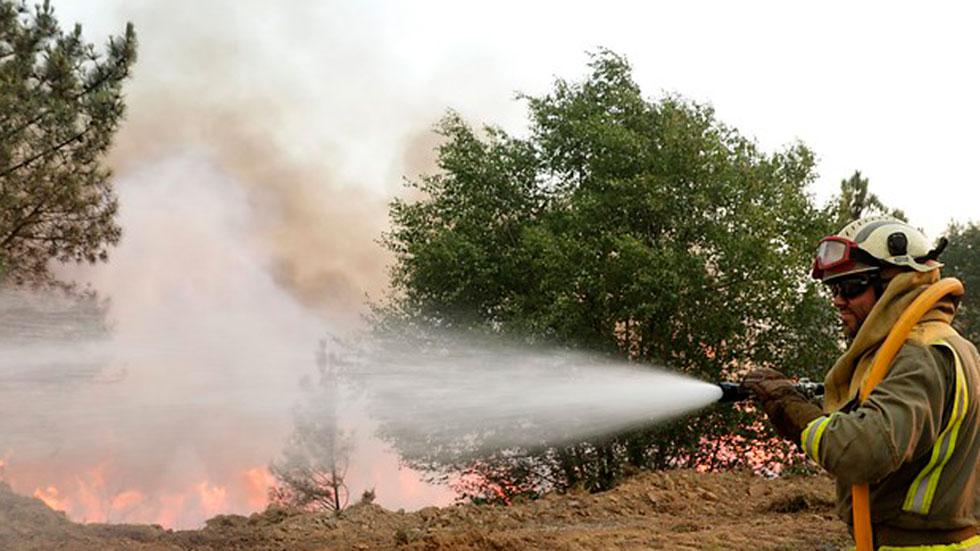 Las autoridades portuguesas estudian retirar prácticamente la mitad de los efectivos que a lo largo de los últimos días han combatido el incendio de Portugal