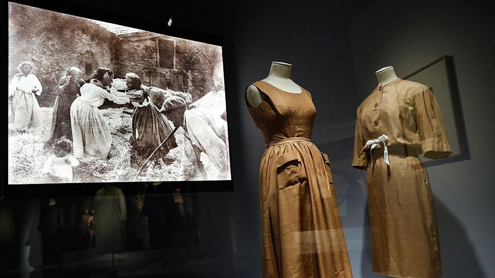 Balenciaga y Ortiz Echagüe unen sus 'miradas' sobre el traje popular