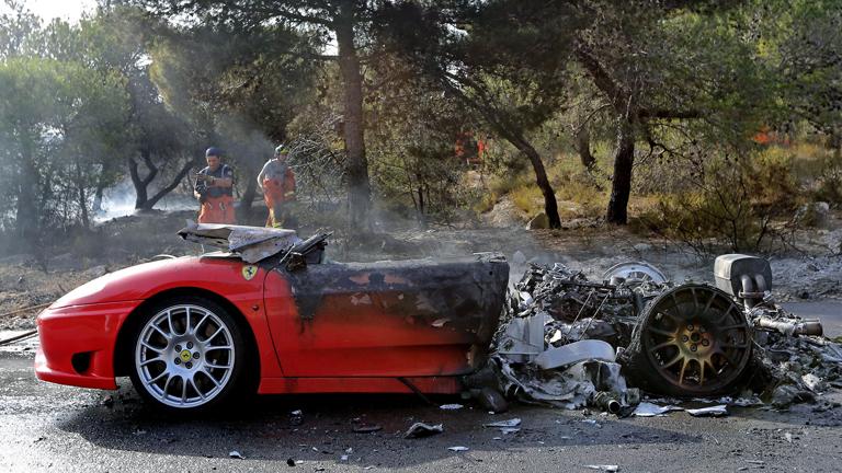 Banega sale ileso del incendio de su Ferrari