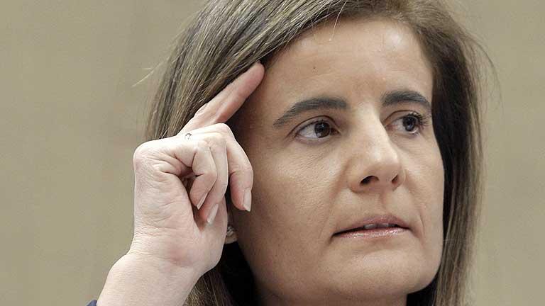 Báñez asegura que habrá control judicial en los despidos por causas económicas
