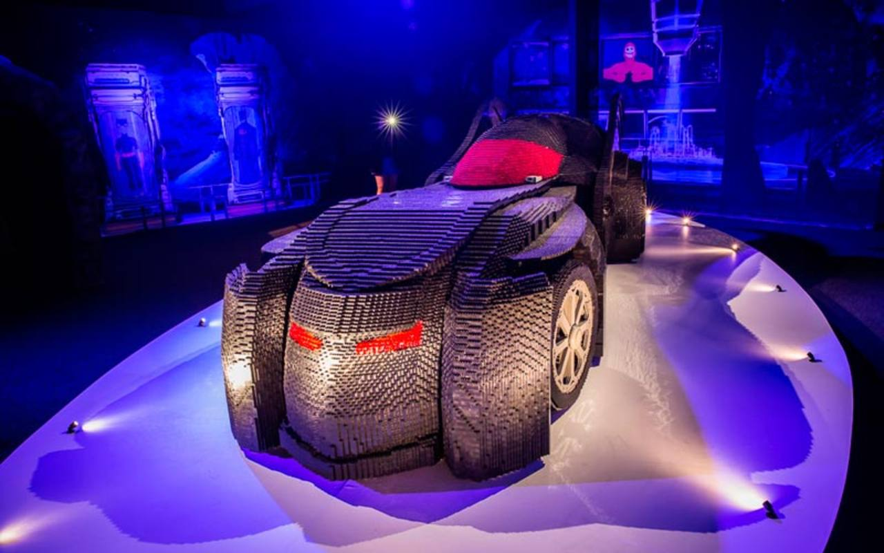 El batmóvil construido con 489.010 piezas de Lego