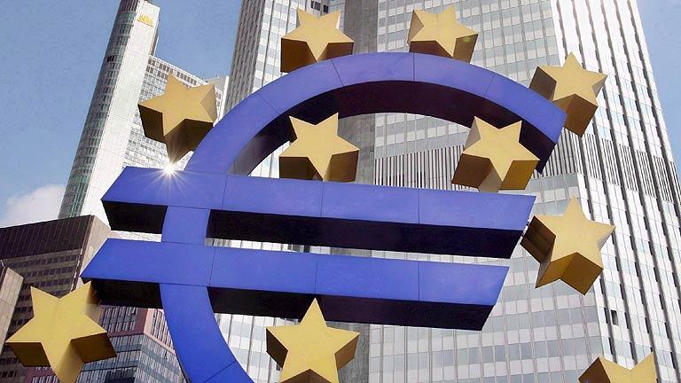 """El BCE ve """"inaceptables"""" las primas de algunos países y rebaja la previsión de crecimiento en 2012"""