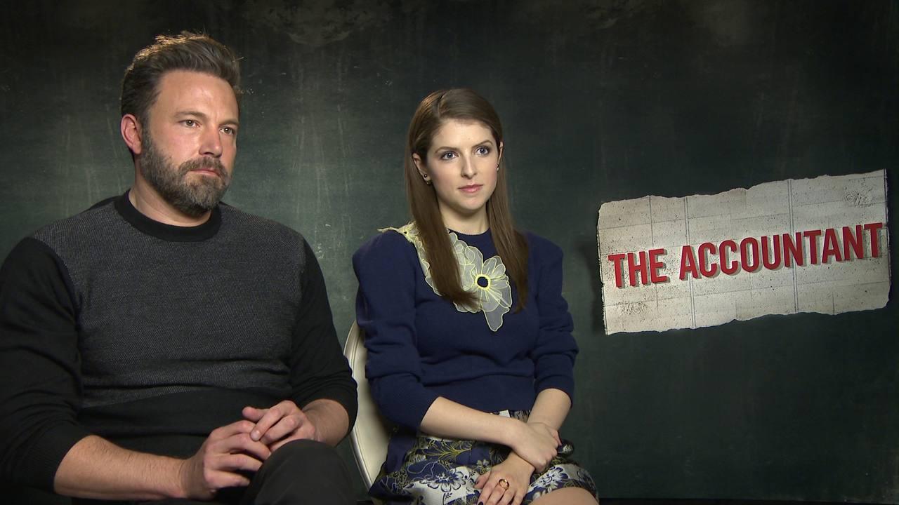 Ben Affleck y Anna Kendrick nos presentan a 'El contable'