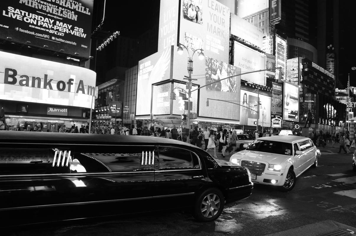En blanco y negro y deste un taxi se graba este reportaje que hace un retrato de las cicatrices que dejó el 11-S en NY