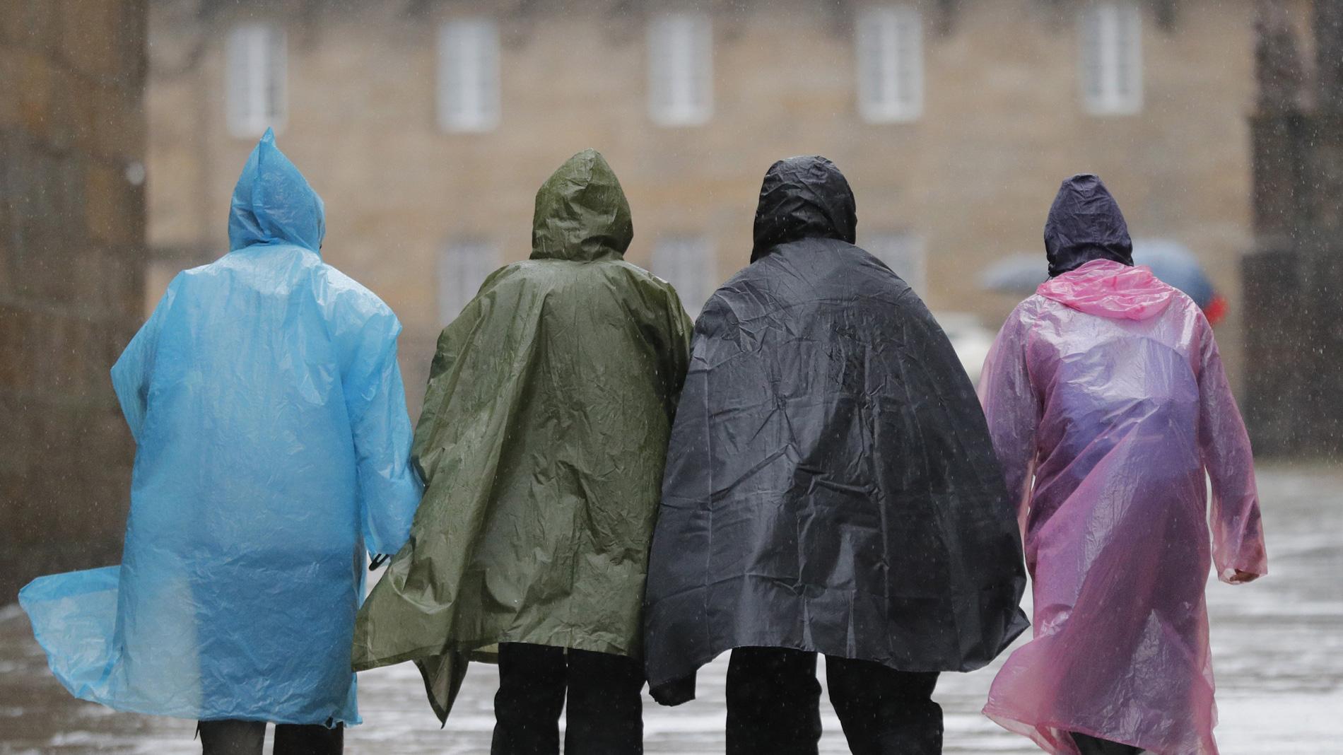 La borrasca 'Ana' pone en alerta a media España por intensas lluvias y vientos