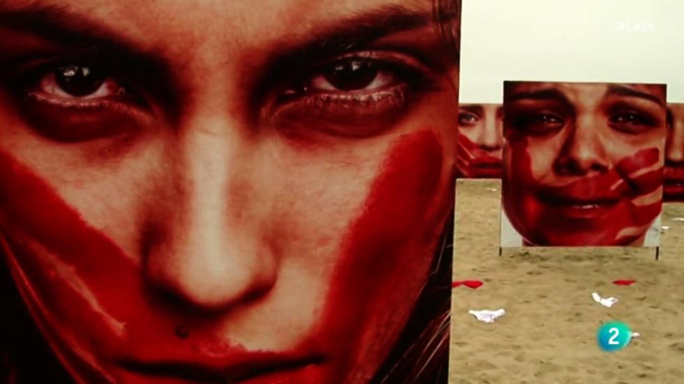 La 2 Noticias - Bragas en Copacabana para denunciar el elevado índice de violaciones en Brasil