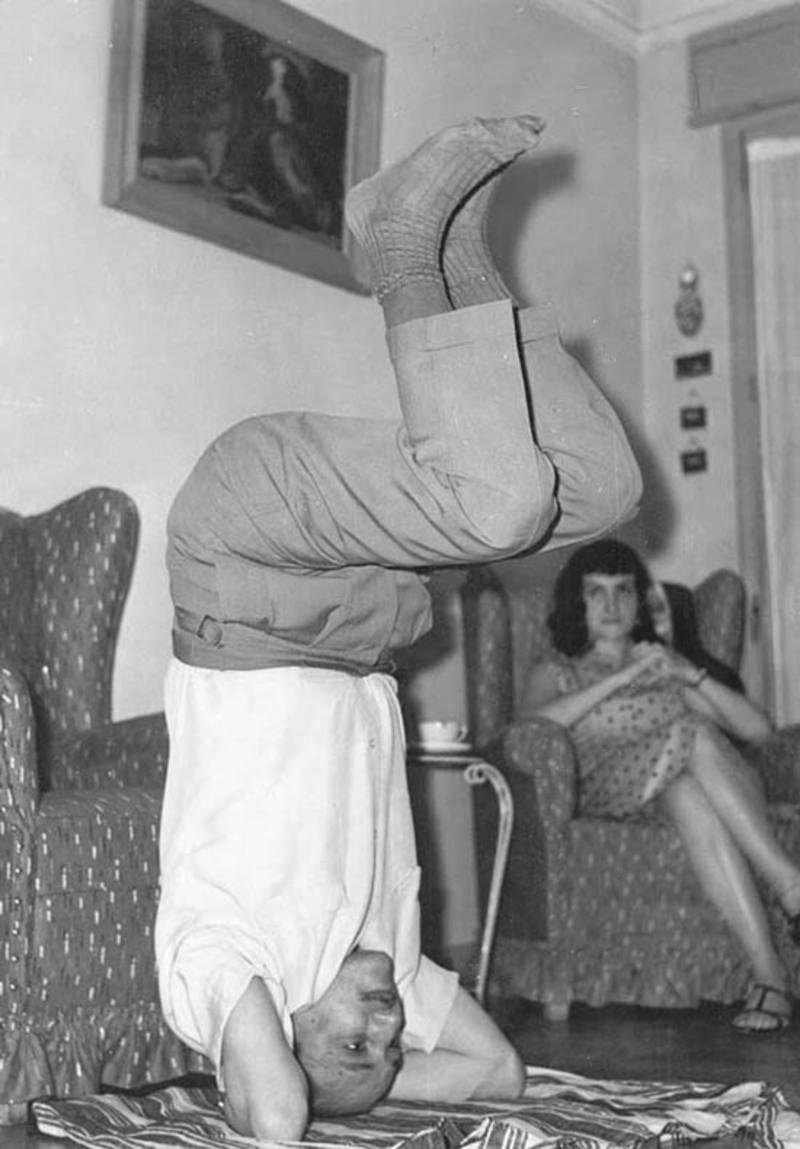 Buero practica yoga ya en los años 50