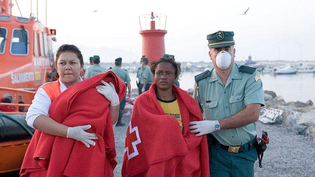 Salvamento marítimo rastrea la zona de la isla de Alborán en busca de una patera