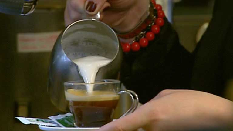 """""""Café pendiente"""", una forma de solidaridad importada de Nápoles"""