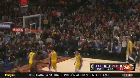 Calderón destaca en la victoria ante Lakers