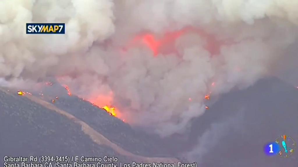 California arde en el tercer incendio más devastador en la historia de ese estado