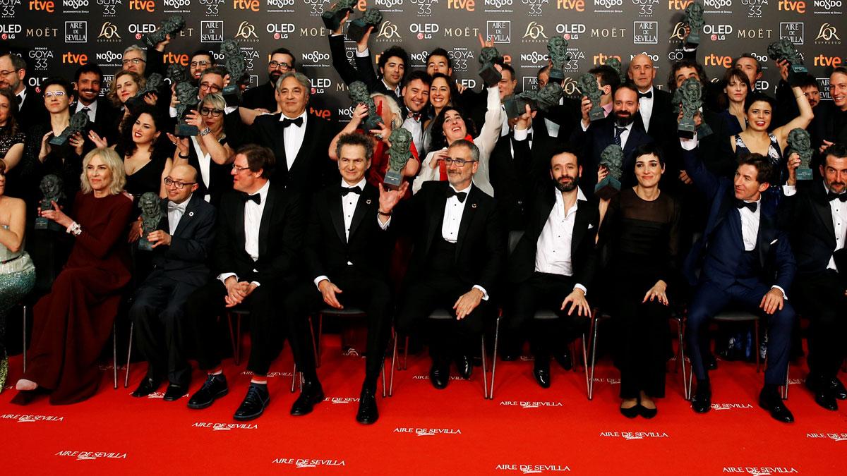 Resultado de imagen de Campeones' y 'El reino' se reparten el triunfo en los Goya
