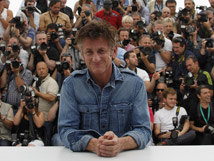 Cannes recibe al rockero Sean Penn