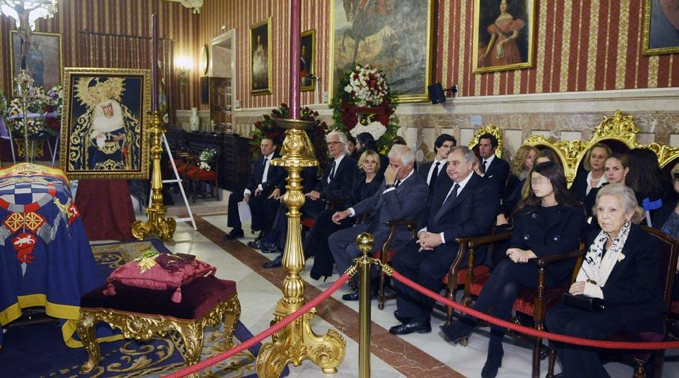 Sevilla dice adiós a la duquesa de Alba en la capilla ardiente y en el funeral en la Catedral