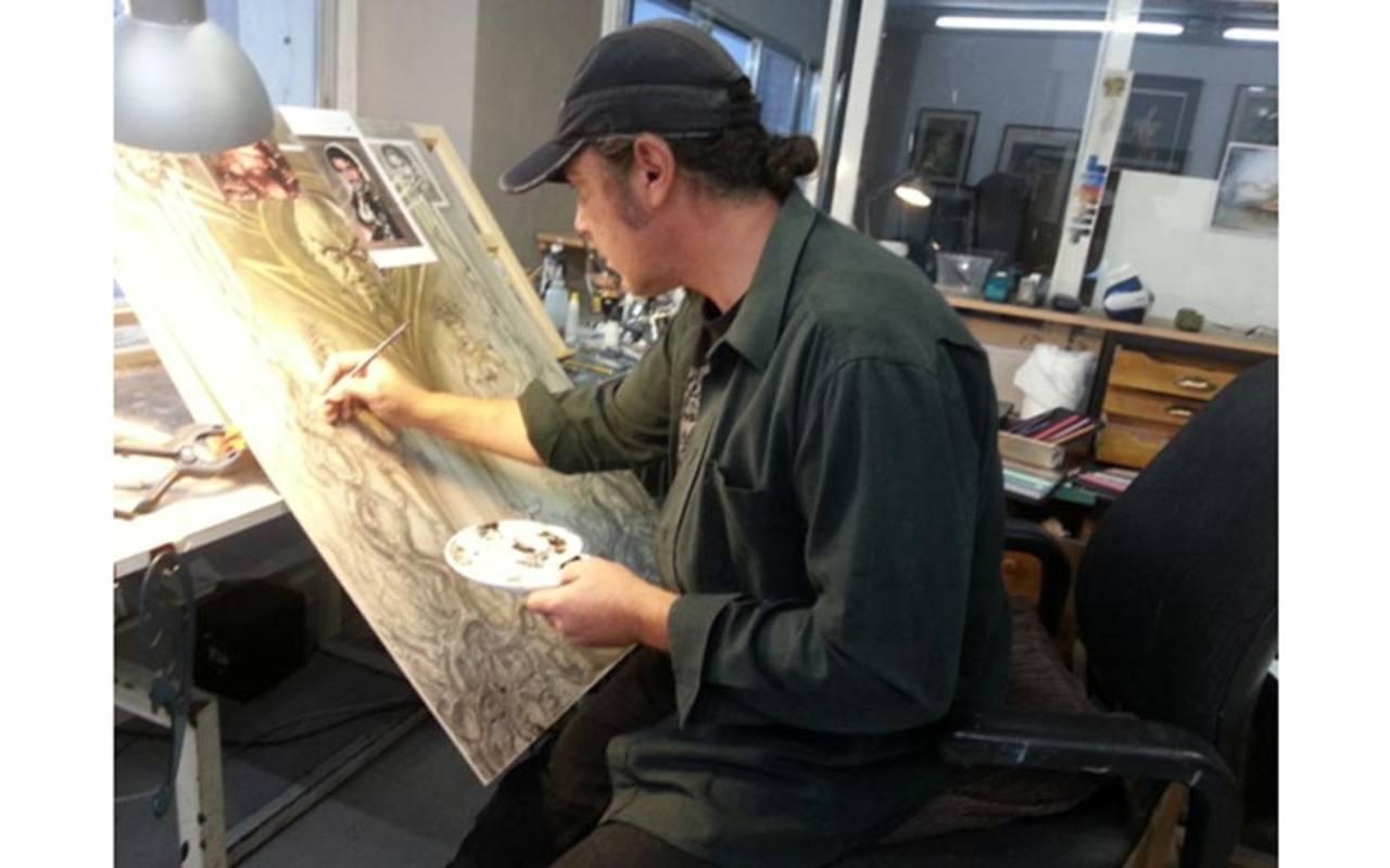 Carlos Díez trabajando en su taller