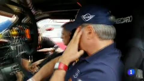 Carlos Sainz analiza la primera etapa del Dakar