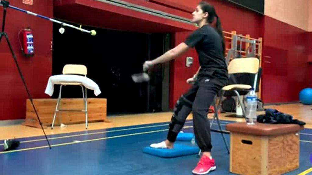Carolina Marín entrena seis días después de ser operada del ligamento
