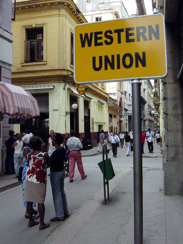 Archena news cuba suprime la tasa sobre las remesas en for Oficina western union sevilla