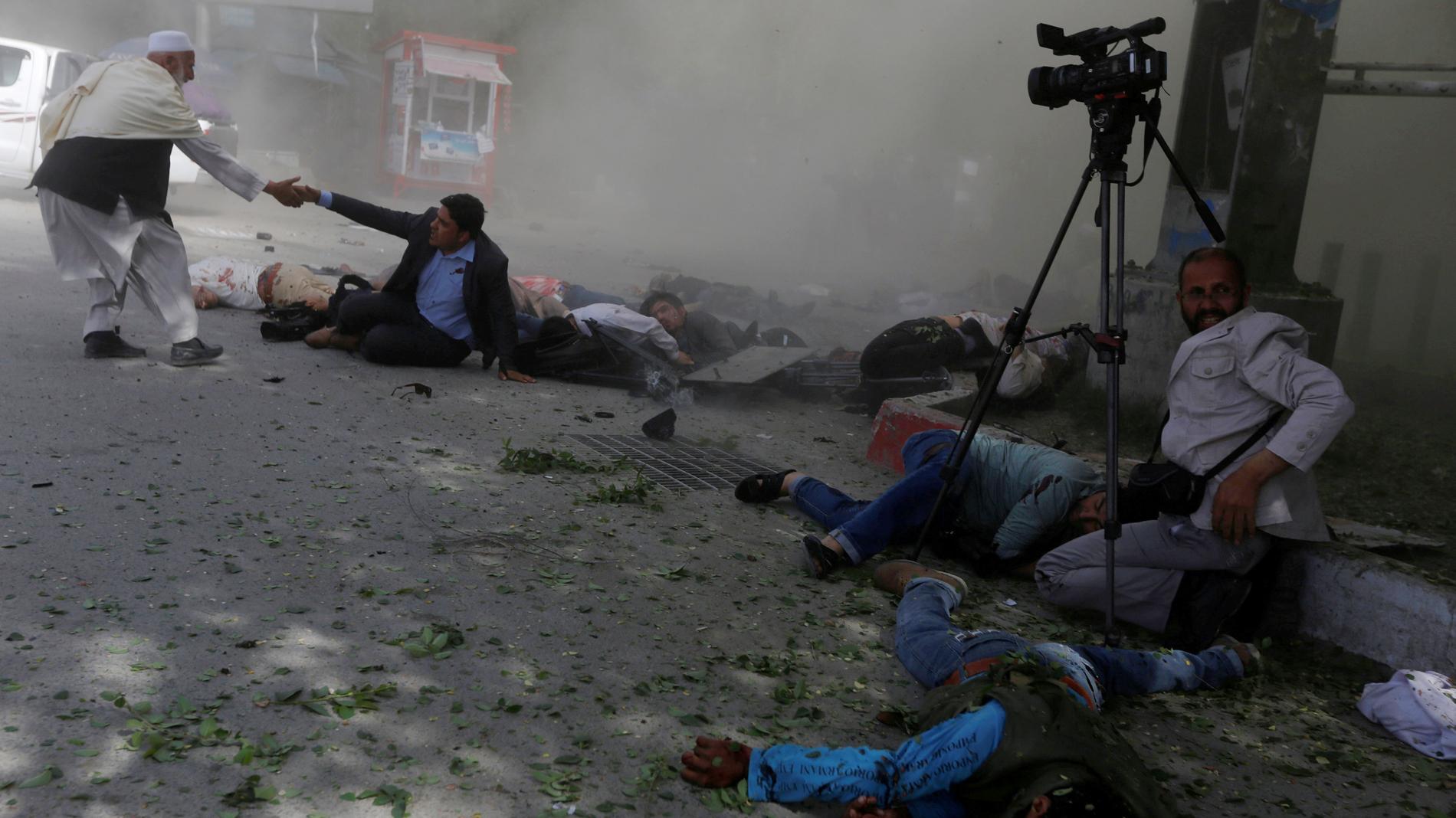 Casi 40 muertos, entre ellos once niños y nueve periodistas, en tres ataques suicidas en Afganistán