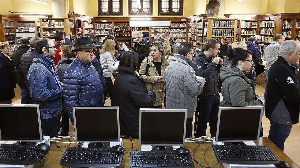 Cerca de dos millones catalanes han votado en la consulta hasta las 18:00, según el Govern