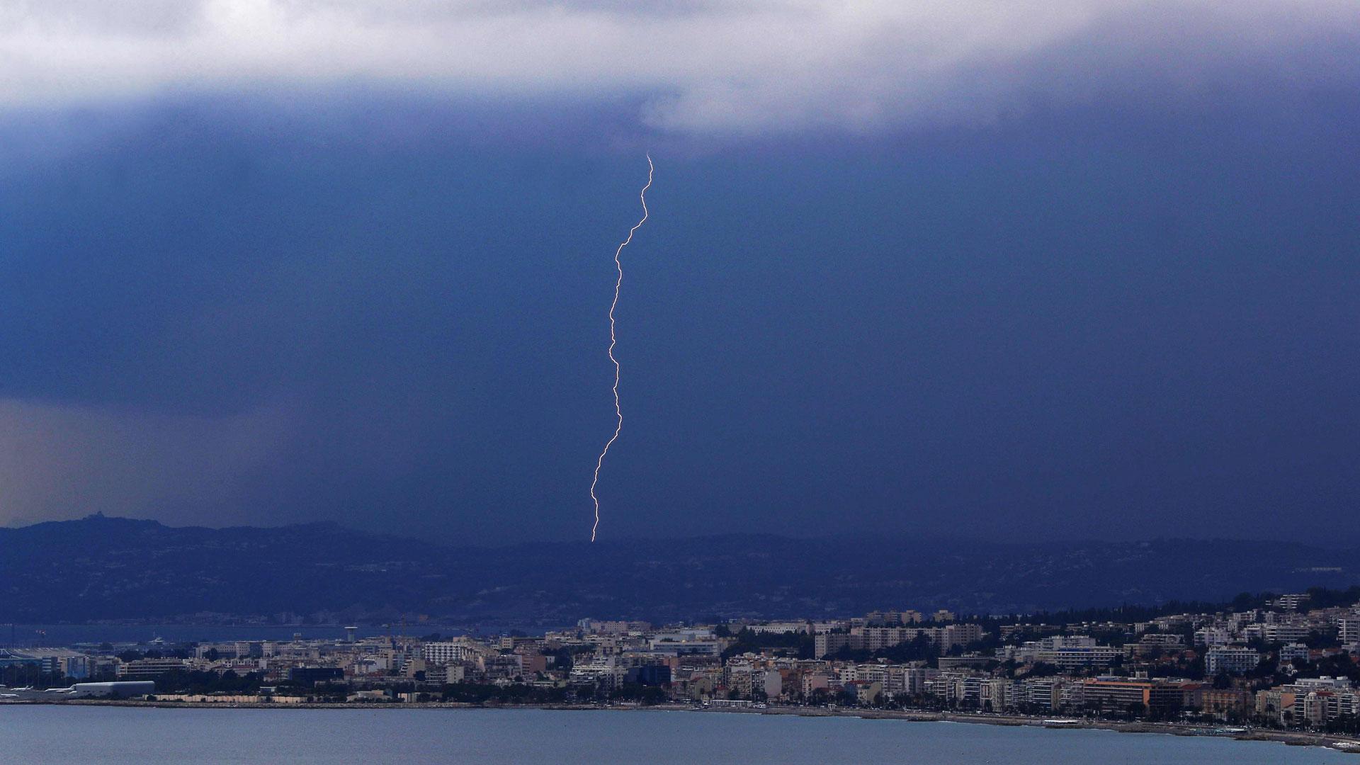 Chubascos y tormentas localmente fuertes en amplias zonas de la Península
