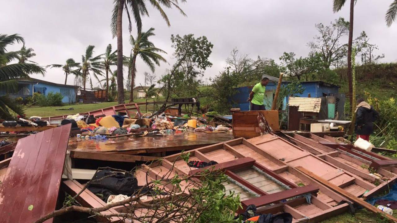 Cientos de casas han sido derruidas por el ciclón Winston a su paso por Fiji