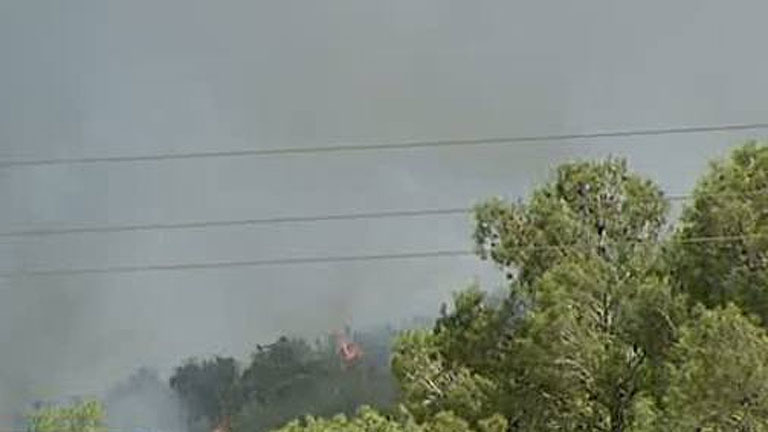 Cientos de desalojados en un incendio entre Torrent y Chiva