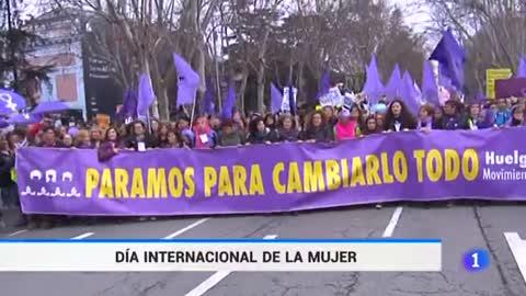Cientos de miles de mujeres españolas salen a la calle en una jornada histórica