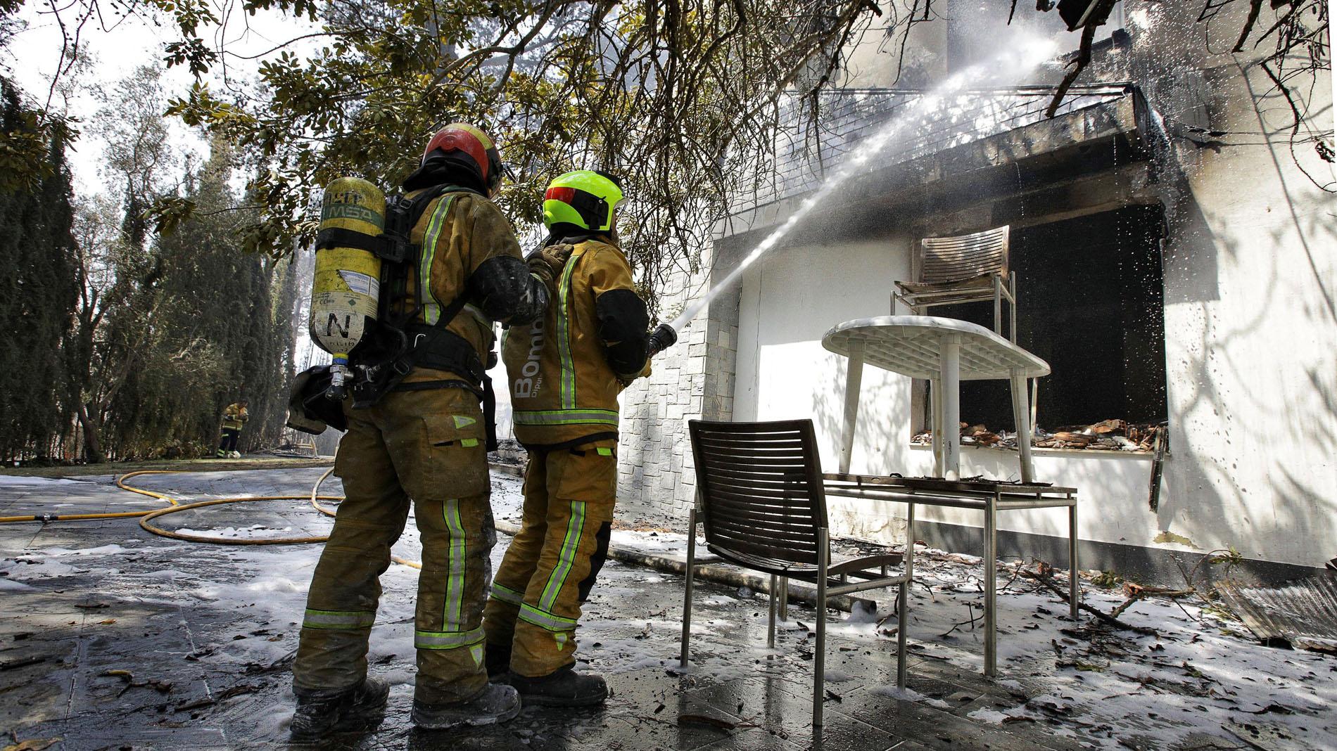 El incendio de Llutxent deja a cientos de vecinos sin agua ni luz
