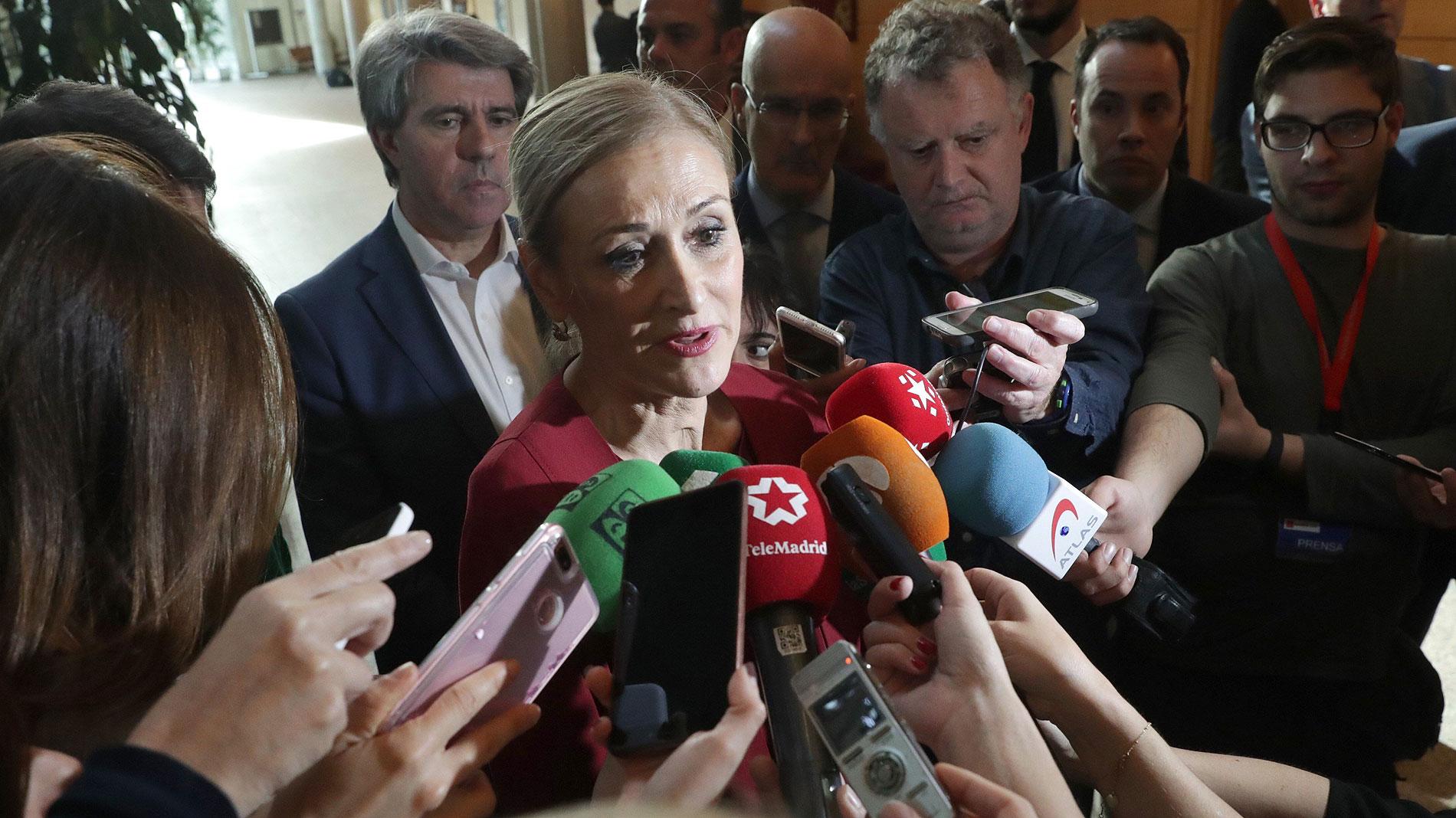 """Cifuentes descarta dimitir: """"Confío en la Justicia"""""""